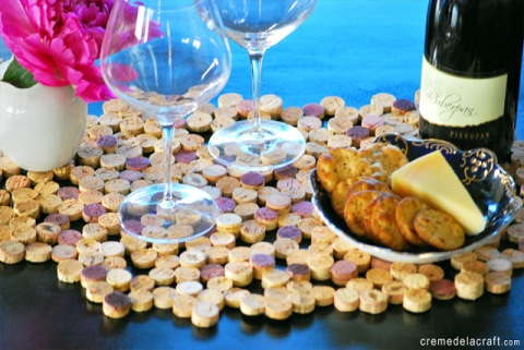 DIY-Project-How-To-Make-Wine-Cork-Upcycle-Table-Placemat-Home-Decor