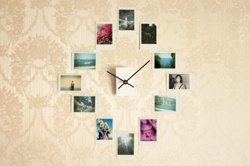 DIY-clock-with-photo-frames.jpg