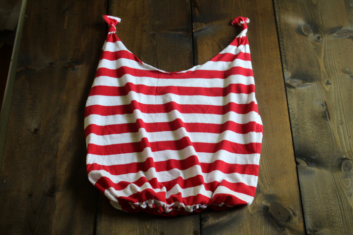 Make a Tote Bag from a T-shirt 8